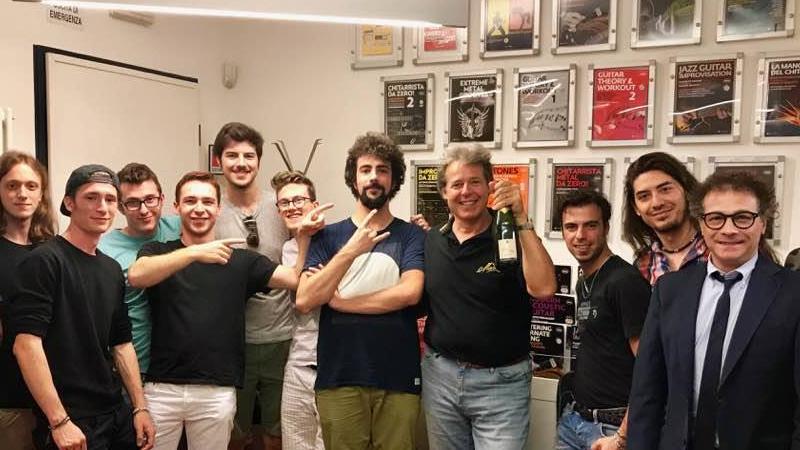 28 giugno 2017 - Durante una pausa degli esami si festeggia il dr. Marco Franchini docente dello stage Guitarist Hands Care